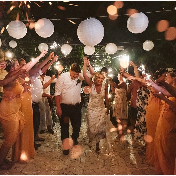 6 Tips to get WOW sparkler photos on your wedding day